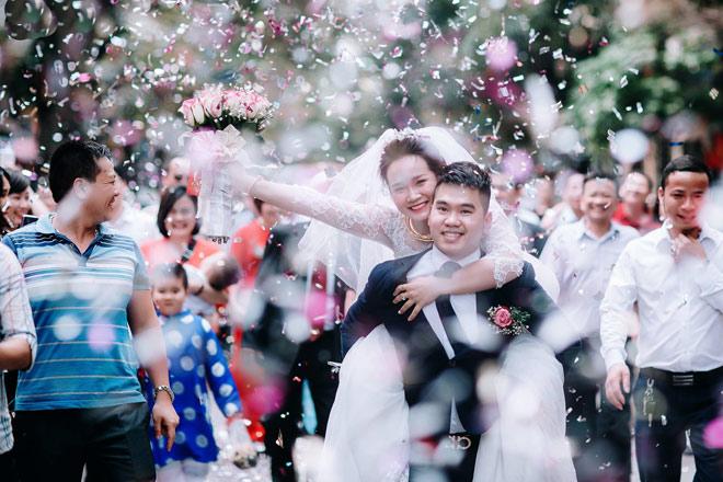 8 năm yêu anh hàng xóm, cô gái được đón dâu theo cách không giống ai - 1