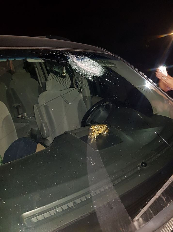 HN: Hàng loạt ô tô bị ném đá trên cao tốc trong đêm - 1