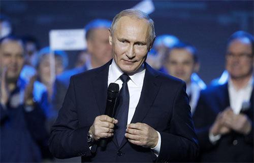 Nghệ thuật dùng đồ hiệu cực đắt đỏ của Tổng thống Nga Putin - 1