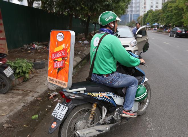 Startup kiếm tiền quảng cáo từ xe máy lần đầu xuất hiện trên phố - 1