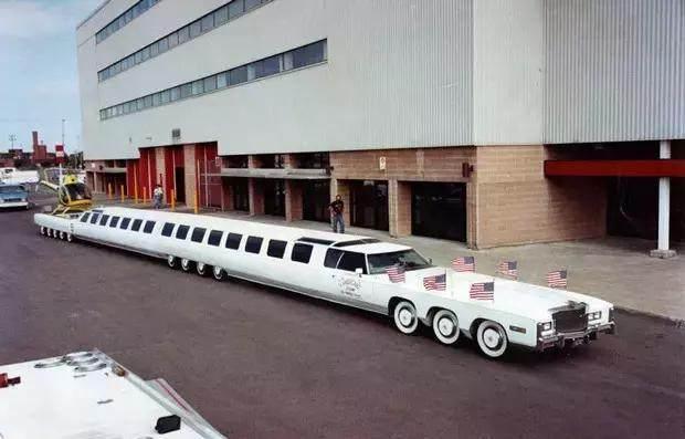 Chỉ dành cho giới nhà giàu: Siêu xe có cả bể bơi và bãi đáp trực thăng, trị giá hàng chục tỷ đồng - 1