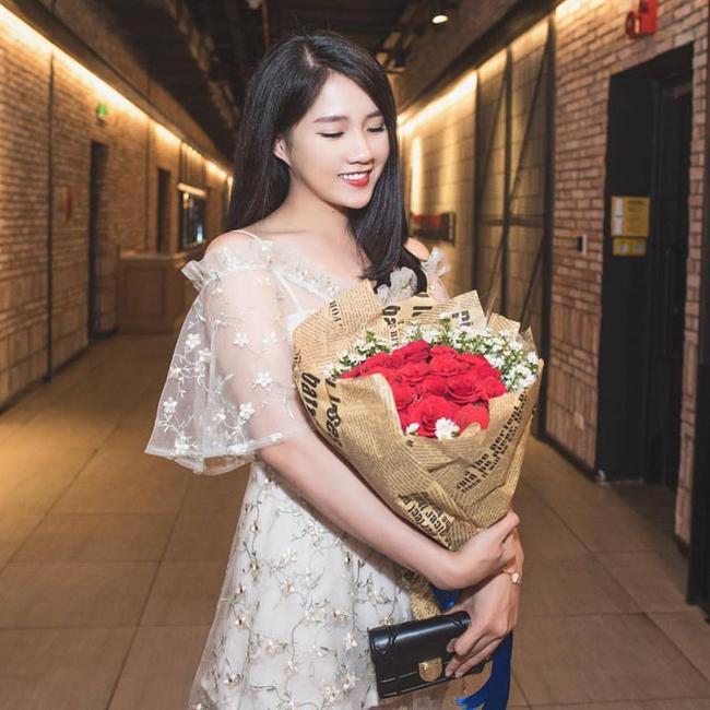 Nguyễn Hoàng Kiều Trinh (sinh năm 1994) ngày đầu mới nổi đã khiến dân mạng mê mẩn bởi trẻ đẹp ngây thơ, trong trẻo.