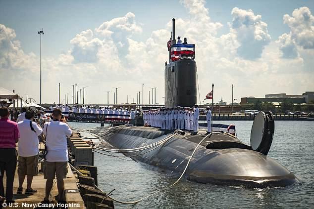 Khoảnh khắc tàu ngầm Mỹ nã tên lửa hành trình vào Syria - 1
