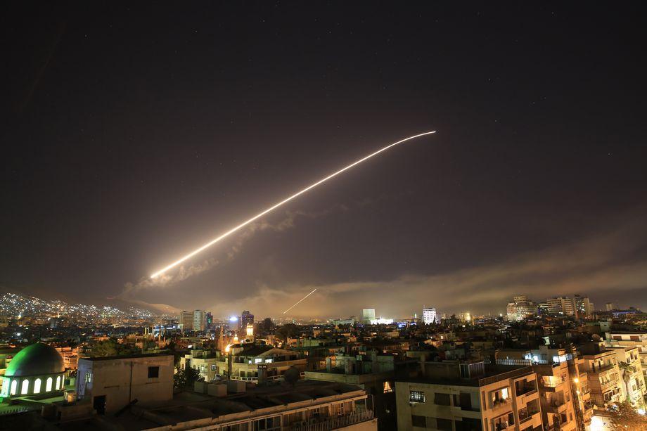 Mỹ tấn công Syria: Tự đưa mình vào thế hiểm? - 1
