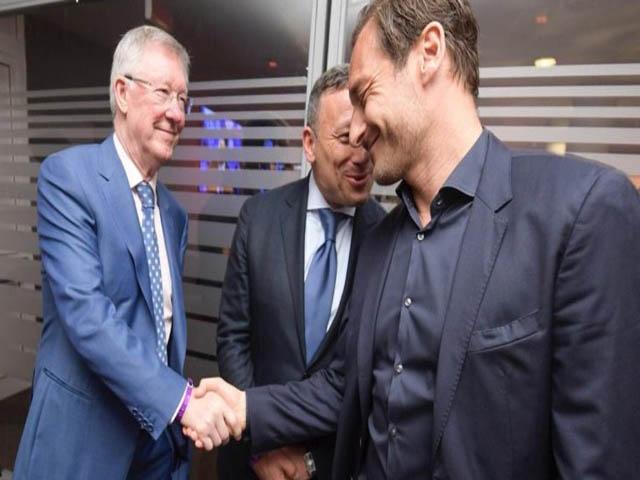 Sir Alex làm điệp viên, MU nhắm siêu HLV quật ngã Barca, thay Mourinho