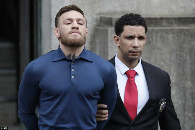 """""""Gã điên UFC"""" McGregor giở trò giang hồ: Lấy gia đình làm bia đỡ đạn? - 1"""
