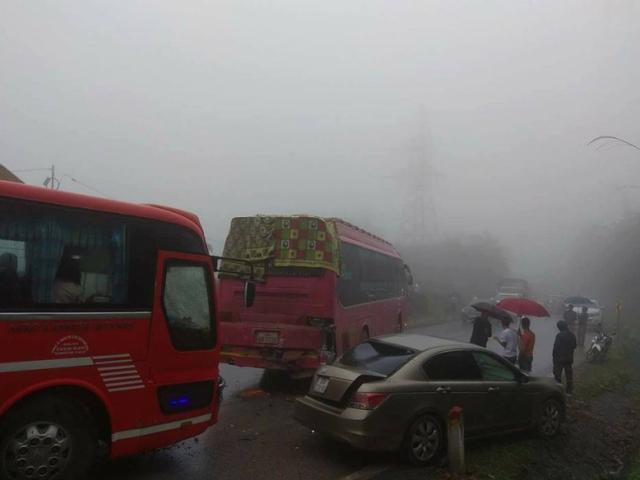 10 ôtô đâm liên hoàn, 5 vụ tai nạn trên QL6 do sương mù