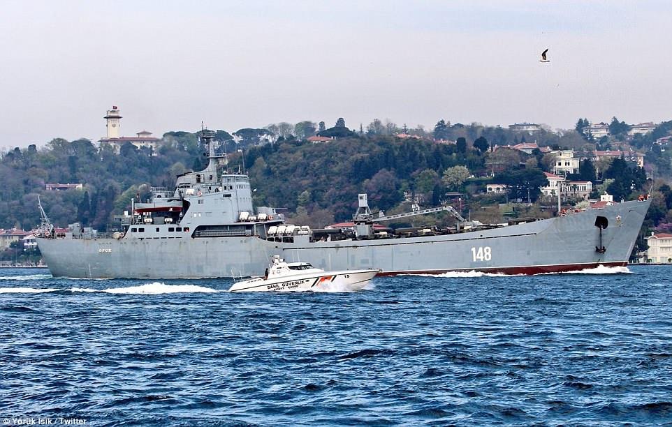 Tàu chiến Nga chở đầy khí tài trên đường tới Syria - 1