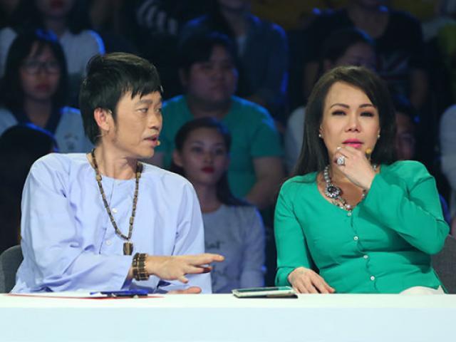 Hoài Linh - Việt Hương bật khóc, tặng tiền túi cho vợ chồng khiếm thị hát rong