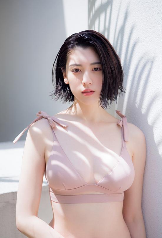 """""""Ngọc nữ"""" Nhật Bản đẹp bốc lửa trong lần đầu lên tạp chí Playboy - 1"""