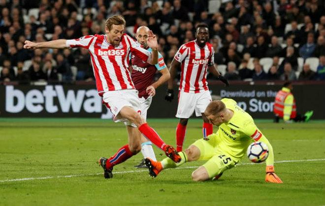 West Ham - Stoke City: Đôi công nghẹt thở, người hùng phút 90 - 1