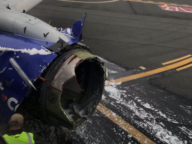 Máy bay chở 149 người nổ động cơ, hành khách bị hút ra cửa sổ