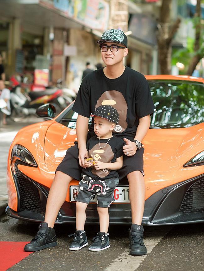 Siêu mẫu Ngọc Thạch chính thức lên xe hoa vào ngày 6.9.2013. Chồng cô – doanh nhân Đỗ Bình Dương nổi tiếng với sự giàu có và chịu chơi. Anh là con trai của ông Đỗ Văn Bình – một trong số những người giàu nhất sàn chứng khoán Việt Nam.