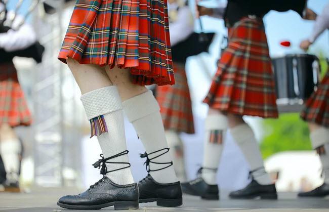 Đàn ông không mặc váy tại nơi công cộng ở Italia: Bạn có thể bị phát nếu tổ chức đám cưới theo phong cách Scotland tại Italia, vì đàn ông không được phép mặc váy tại những địa điểm công cộng ở quốc gia này.