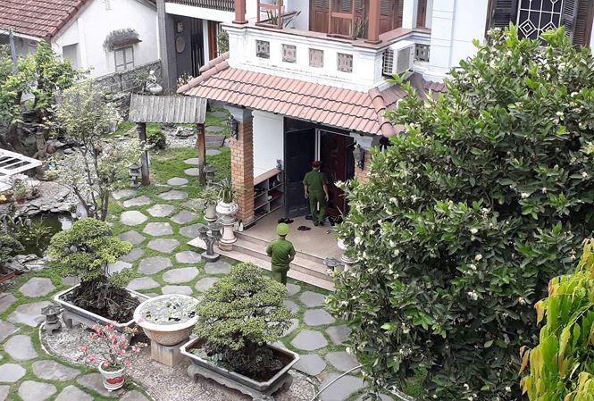Công an khám xét nhà riêng 2 cựu Chủ tịch TP Đà Nẵng vừa bị khởi tố - 1