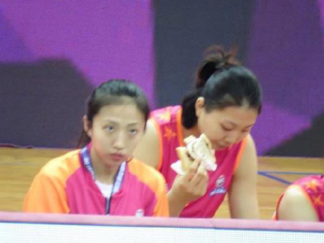 Bóng chuyền: Chân dài 2m01 ăn bánh mỳ, giật cúp vàng Trung Quốc