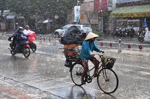 Miền Bắc mưa dông, miền Nam nắng nóng dịp cuối tuần - 1