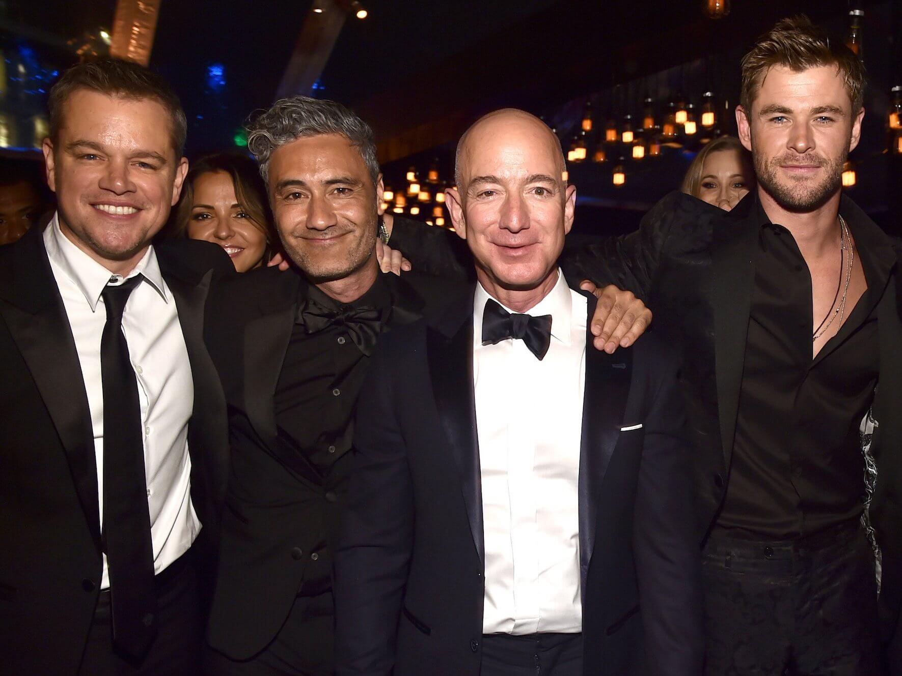 Thú vui độc đáo của ông chủ Amazon khi không làm việc - 1