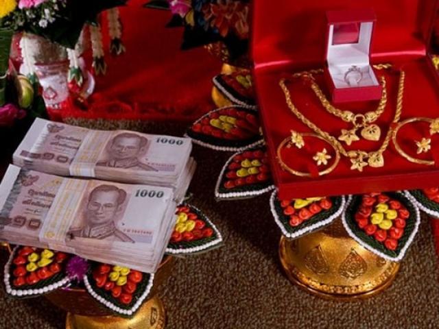 Dịch vụ cho thuê vàng, tiền, xe hơi làm của hồi môn giúp các gia đình 'mát mặt'