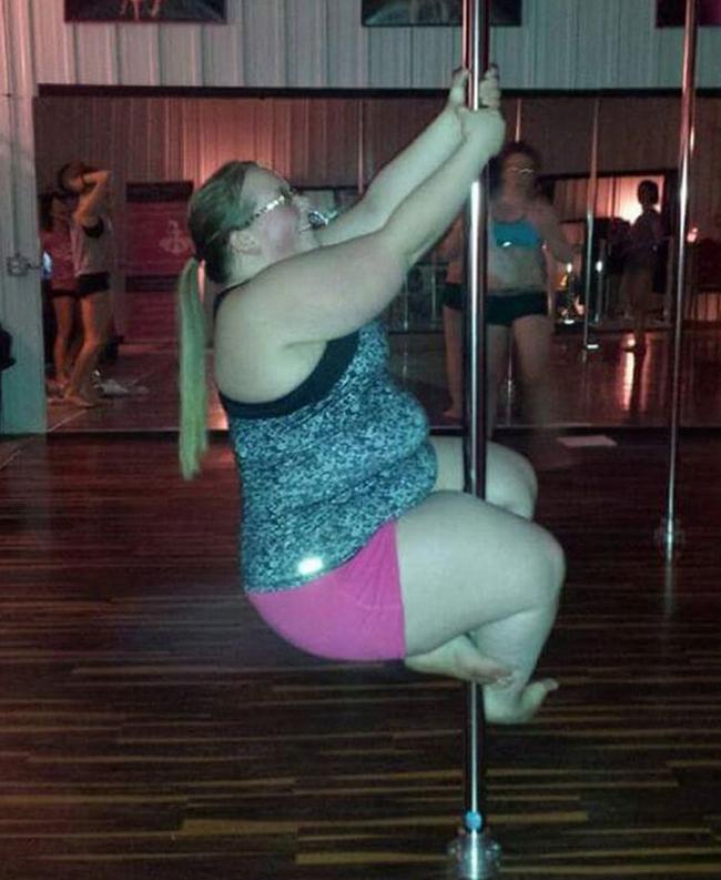 Không phải nàng nào cũng đủ khéo để trèo lên cột đâu nhé