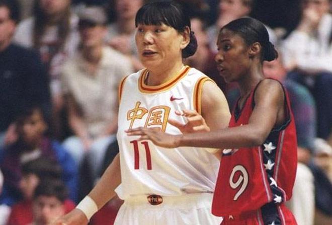 """Nữ VĐV Trung Quốc cao 2m03 sánh duyên """"chú lùn"""": """"Chiếc bẫy"""" trời định - 1"""