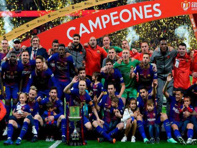 "Barcelona vô địch: La Liga ngợi ca ""kỷ niệm 30"", báo chí thế giới tri ân Iniesta"