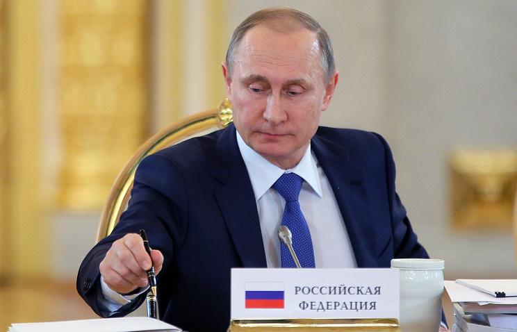 Bút nạm 20 viên pha lê của Putin được bán với giá cao ngất ngưởng - 1