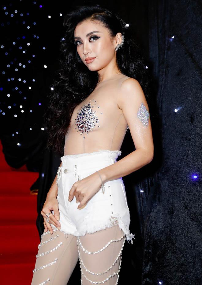 """""""Âm mưu"""" sau 2 bộ đồ bị đánh giá phản cảm của cháu gái Lam Trường - 1"""