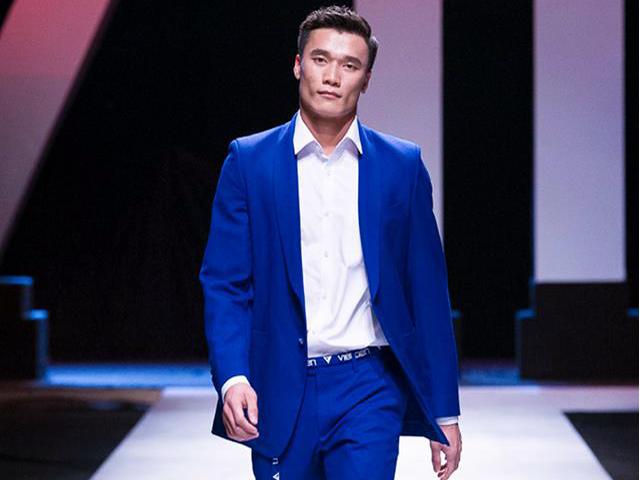 """Thủ môn Tiến Dũng U23 """"chạy show"""", làm người mẫu: CLB Thanh Hóa nói gì?"""
