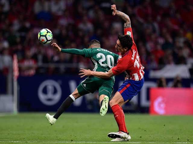 Atletico Madrid - Real Betis: Giằng co kịch tính, ngư ông đắc lợi - 1
