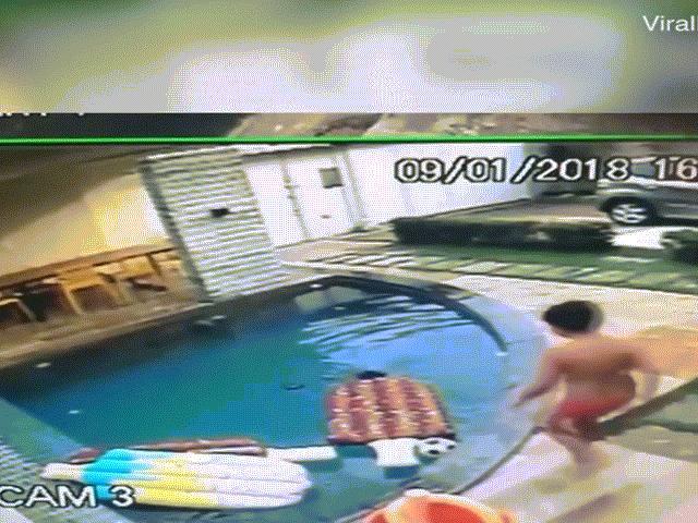 Cậu bé 7 tuổi cứu em trai bị rơi xuống hồ bơi