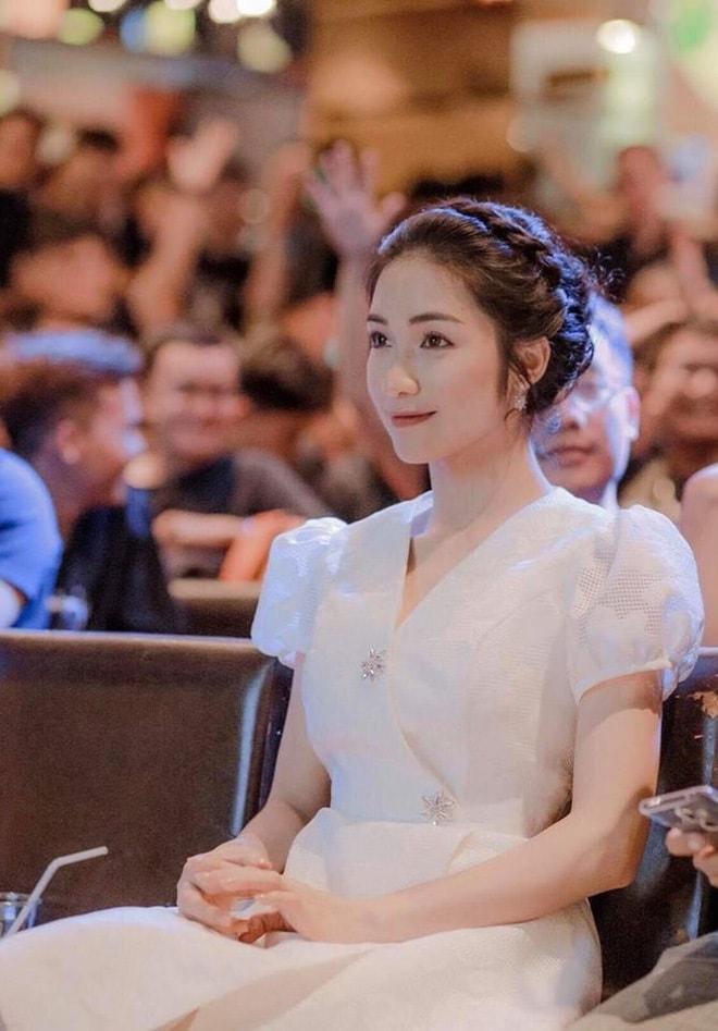 Hòa Minzy nói gì khi bị nghi mặc váy nhái Song Hye Kyo? - 1