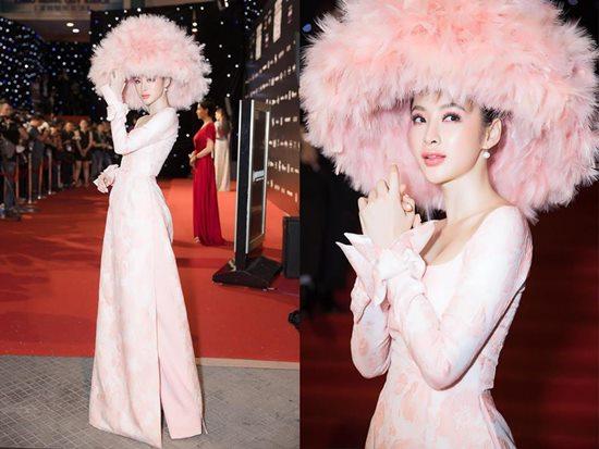 Nón lông khổng lồ của Angela Phương Trinh: Nổi bật hay chơi trội? - 1