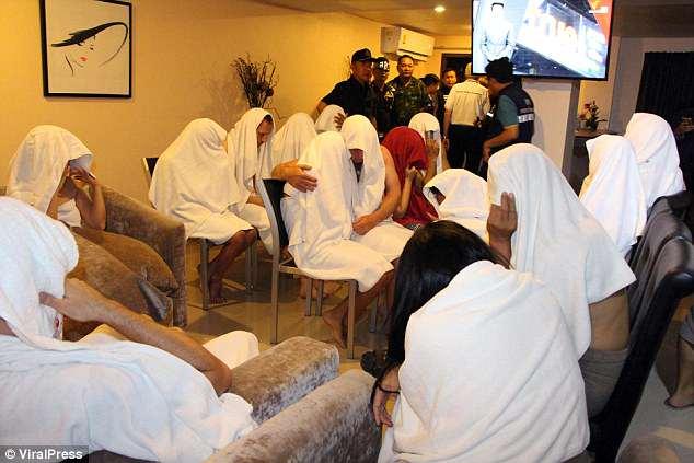 Ảnh mới vụ 28 người bị phát hiện thác loạn trong khách sạn Thái Lan - 1