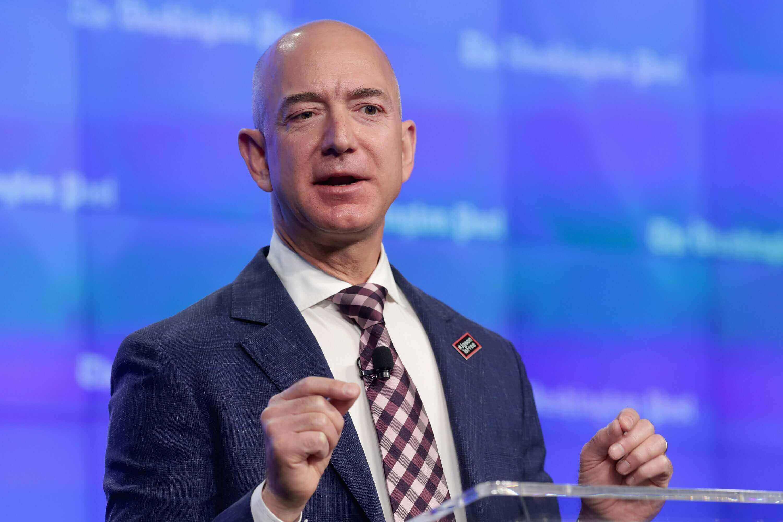Từng chạy bàn tại McDonalds, đây là bài học đắt giá mà Jeff Bezos học được - 1