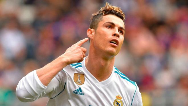 Real đấu Bayern đón hung tin: MU hỏi mua Ronaldo 175 triệu euro - 1