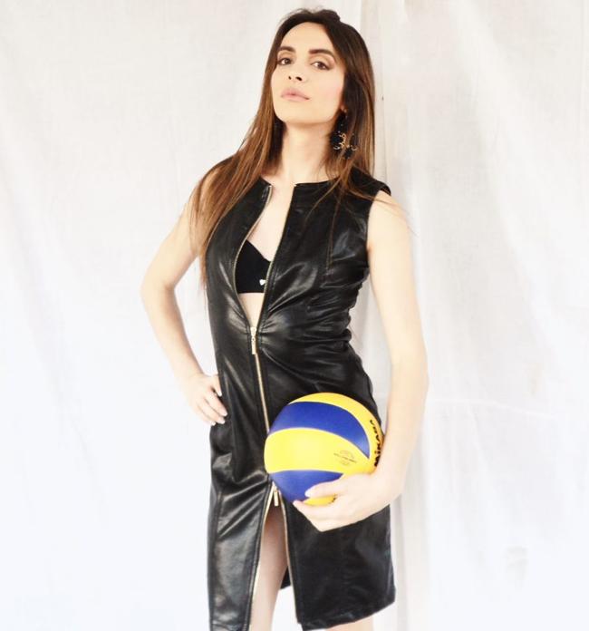Ameri Alessia sinh năm 1985 tại Foggia (Italia). Trong giấy khai sinh cô có giới tính nam nhưng hiện tại đã là nữ.