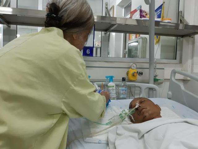 Tâm sự nghẹn lòng của người mẹ 70 tuổi có con trai bị xe bán tải kéo lê