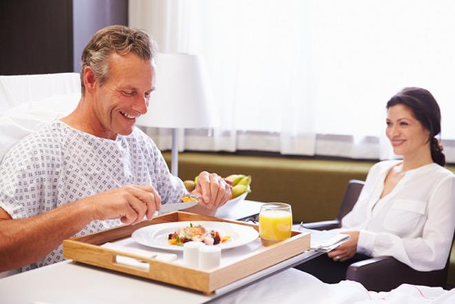 Cách bổ sung dinh dưỡng cho người sau phẫu thuật, ốm lâu ngày - 1