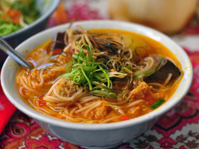 5 món ăn đường phố khi lang thang phố núi Ban Mê dịp nghỉ lễ 30.4