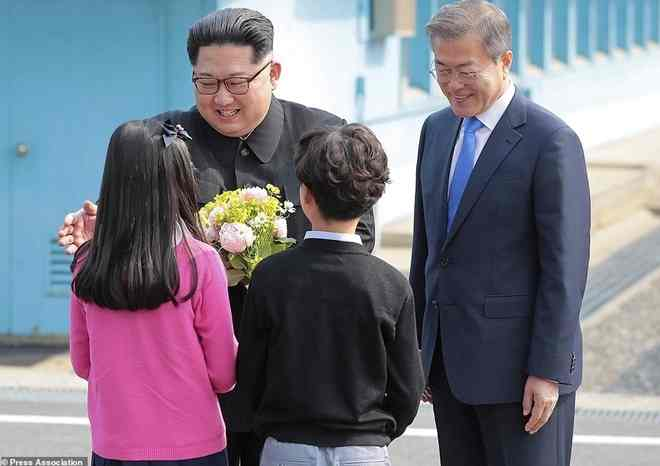 Bé trai và bé gái được chụp ảnh với Chủ tịch Kim Jong-un là ai? - 1