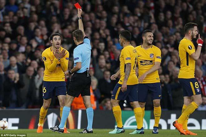 Góc chiến thuật Arsenal - Atletico: Wenger, vẻ đẹp mong manh đụng quái kiệt - 1