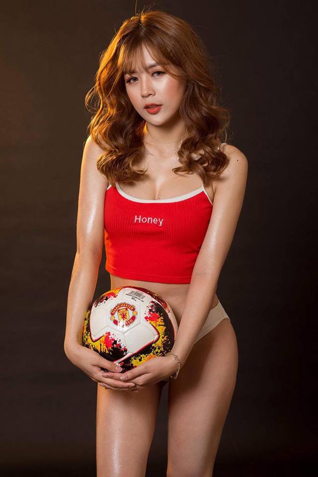 Và cô nàng xinh đẹp đã có dịp thực hiện lời hứa khi MU chiến thắng đầy bất ngờ và kịch tính trước Man City.