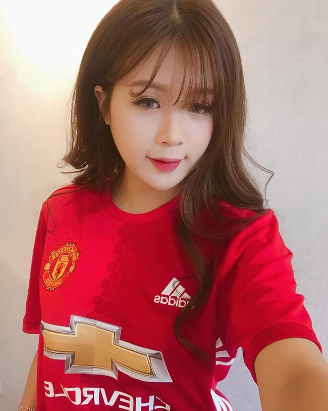 Dương thừa nhận, cô hâm mộ câu lạc bộ Man United chưa lâu nhưng những hiểu biết của cô về đội bóng này không hề thua kém fan lâu năm. Cô khẳng định, mình không phải là fan phong trào của MU.