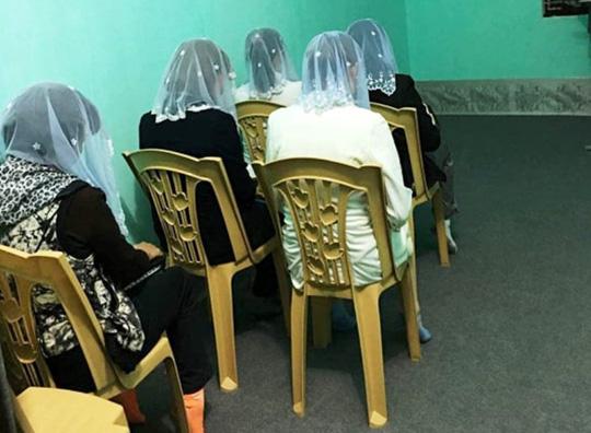 """Đêm xuống, hiệu phó trường tiểu học rời nhà đi tham gia """"Hội thánh Đức Chúa Trời Mẹ"""" - 1"""
