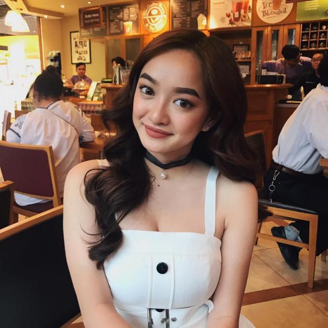 Kaity Nguyễn được biết đến từ bộ phim điện ảnh Em chưa 18 năm 2017. Ngoài lối diễn xuất tự nhiên, Kaity Nguyễn còn nhận được nhiều sự chú ý bởi vòng một quá nóng bỏng.