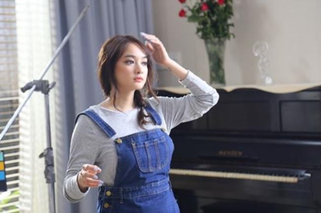 Nhiều người còn cho rằng, Kaity Nguyễn sexy không kém đàn chị Thủy Top.