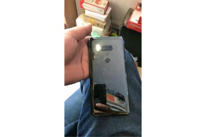HTC U12+ rò rỉ với camera kép ở mặt trước và sau - 1