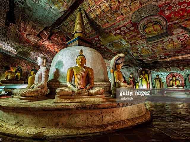 Đền linh thiêng chứa toàn tượng Phật dát vàng ở Sri Lanka