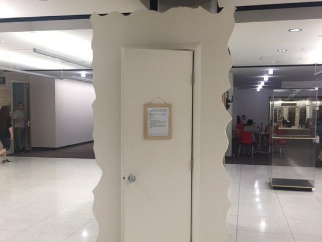 """Chiếc""""tủ khóc"""" giúp sinh viên giải tỏa stress"""